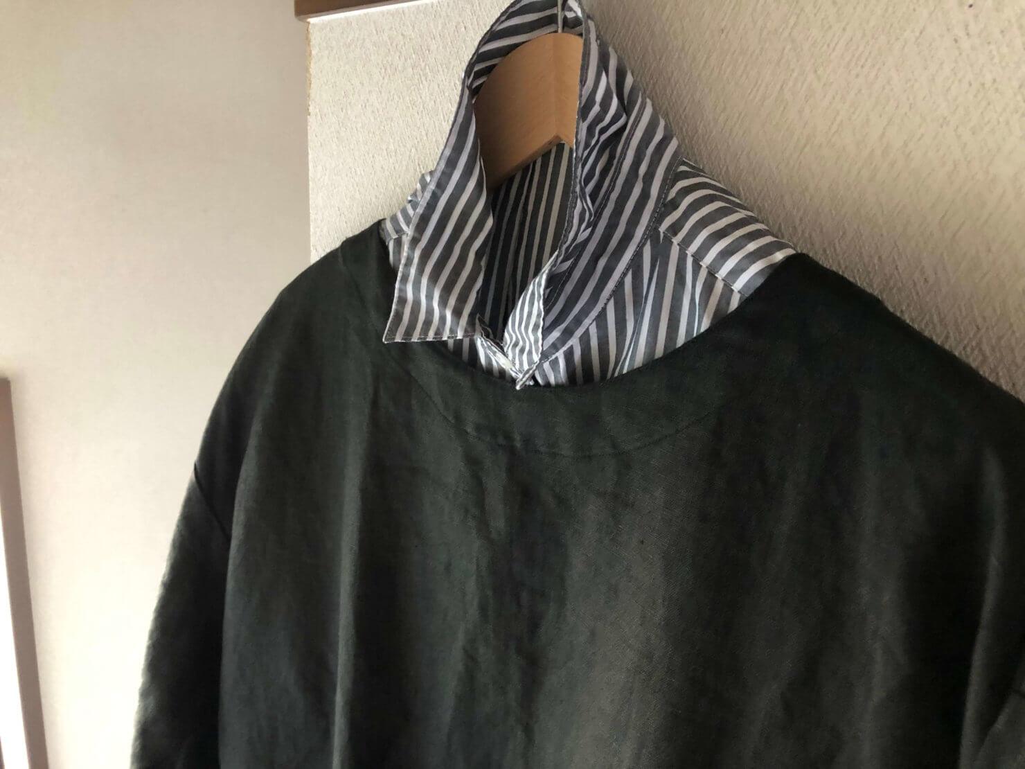 EARTH COLOR制作「黒リネン割烹着」はシャツでも黒で馴染みます