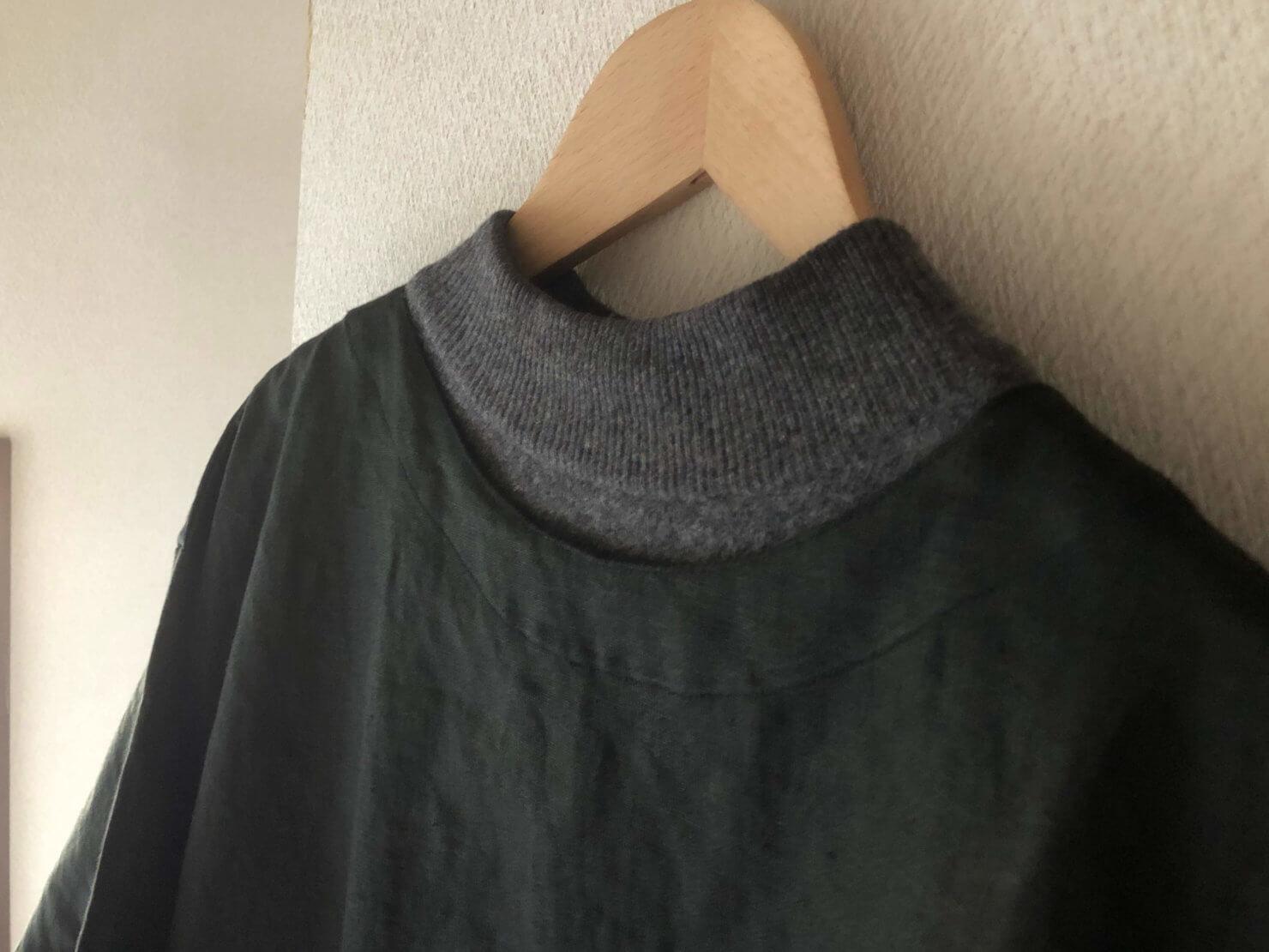 EARTH COLOR制作「黒リネン割烹着」セータの上にも着れるため温かい
