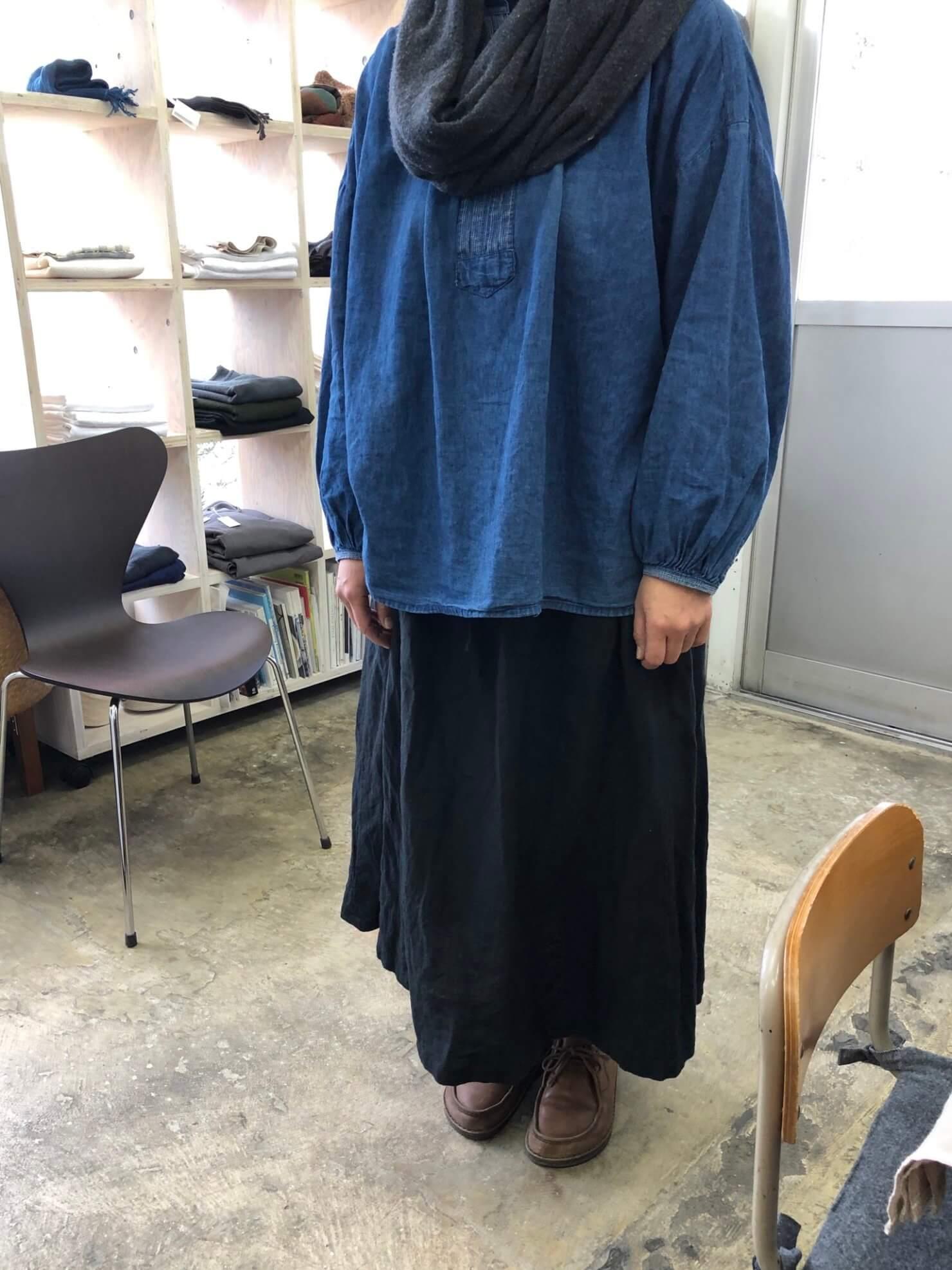 お客さま   黒スカート