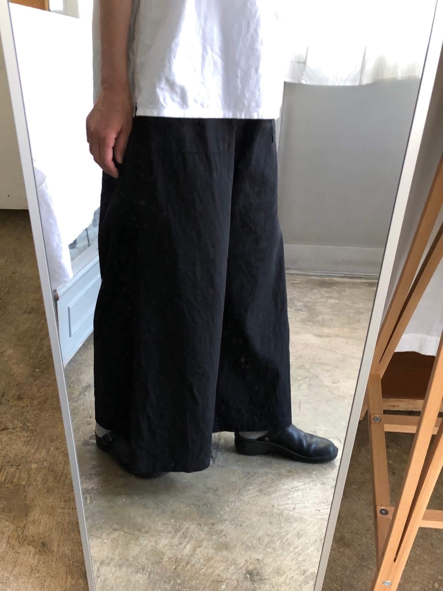 黒スカートのようなパンツ 着用