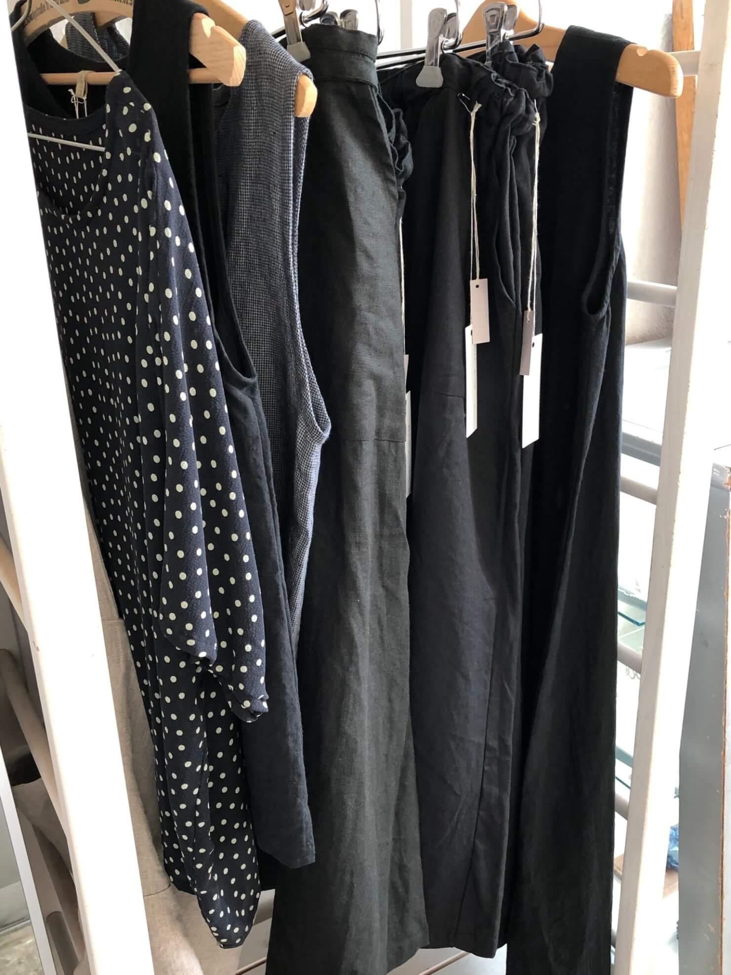 黒の日常着