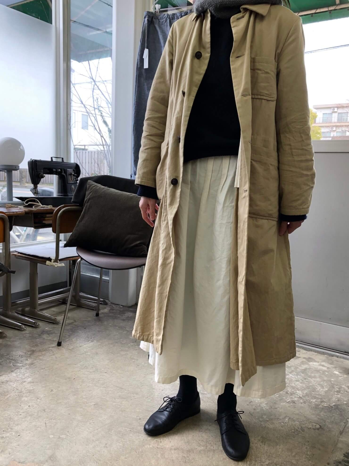 オフ白スカート   1