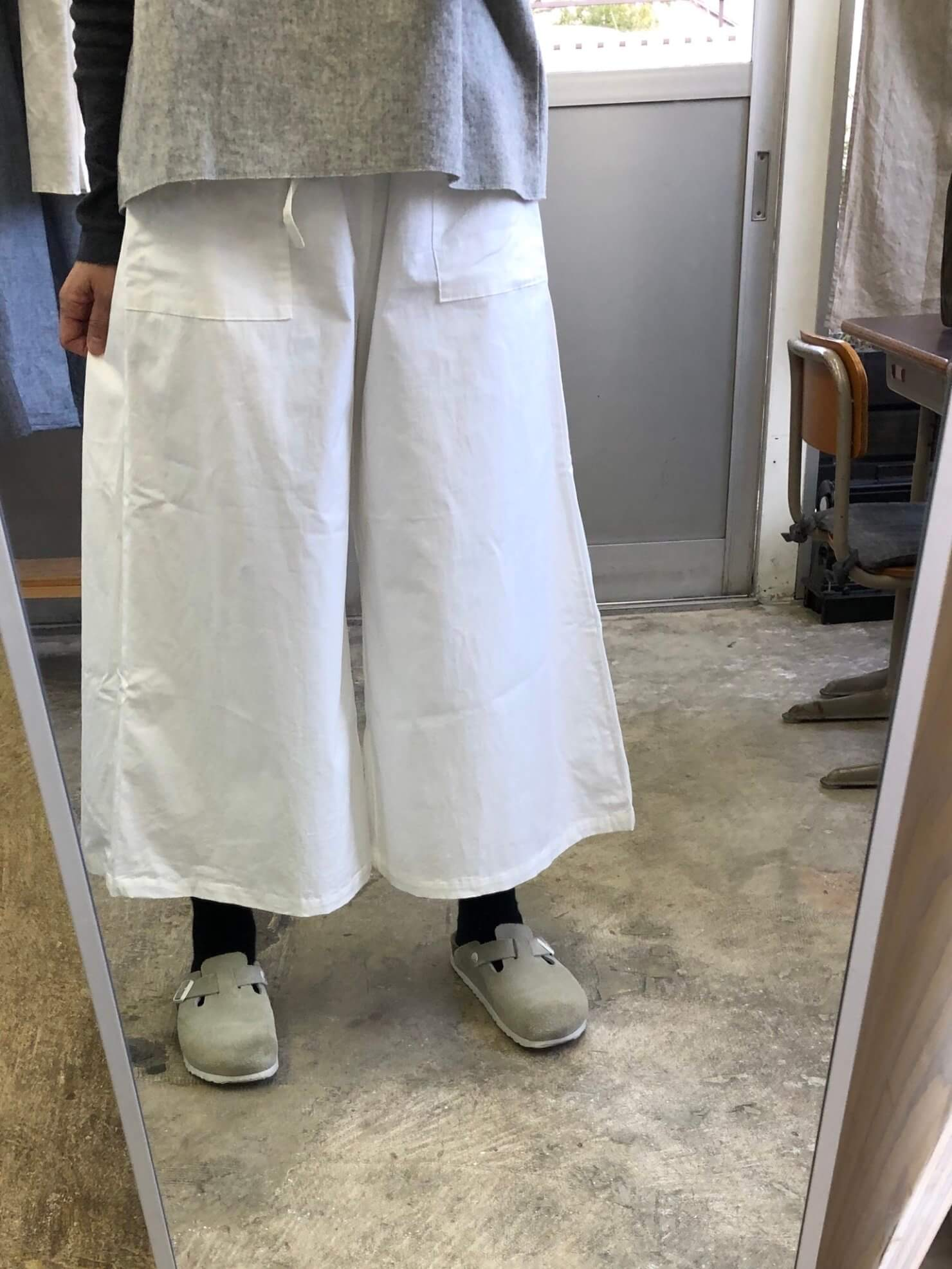 白スカート のようなパンツ58