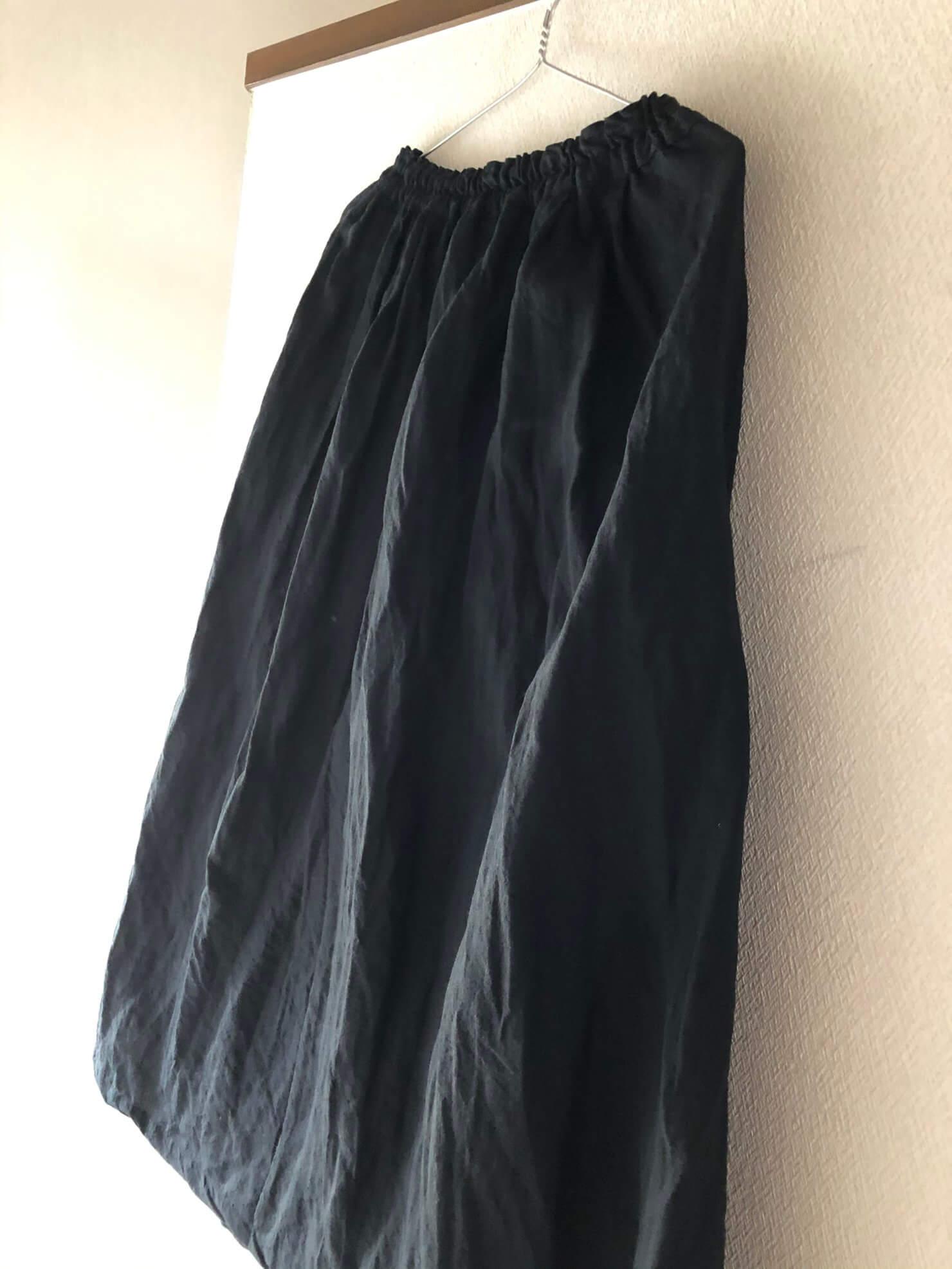 黒リネンタックギャザースカート