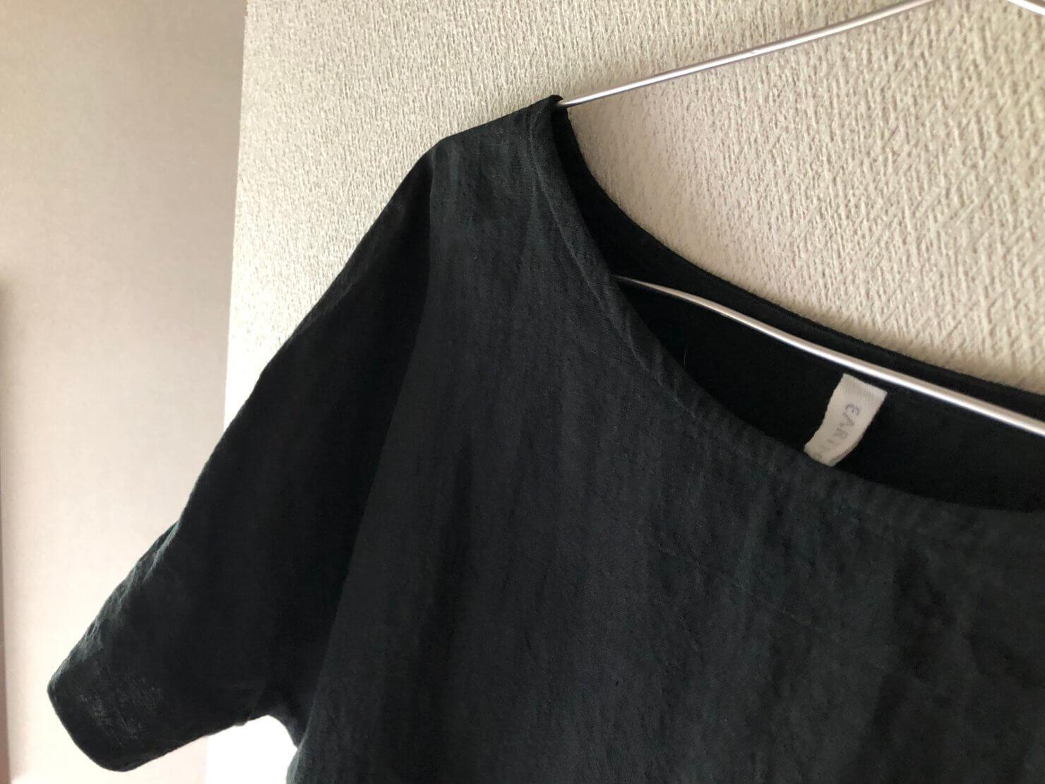 黒リネン半袖ブラウス2