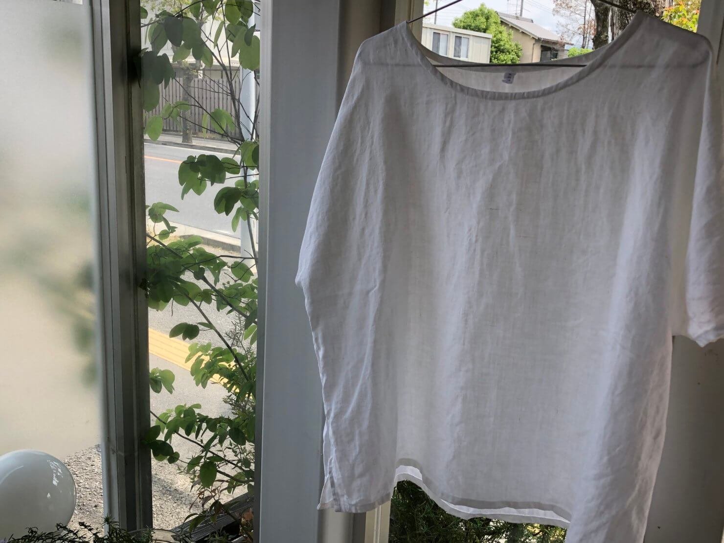 白リネン半袖ブラウス1