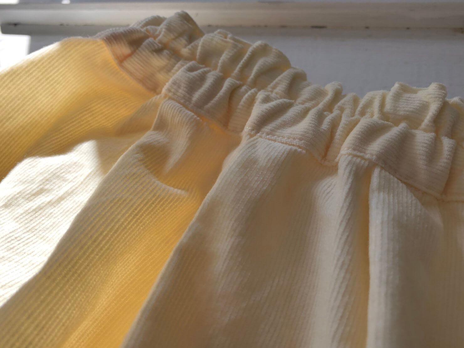 オフホワイトスカート