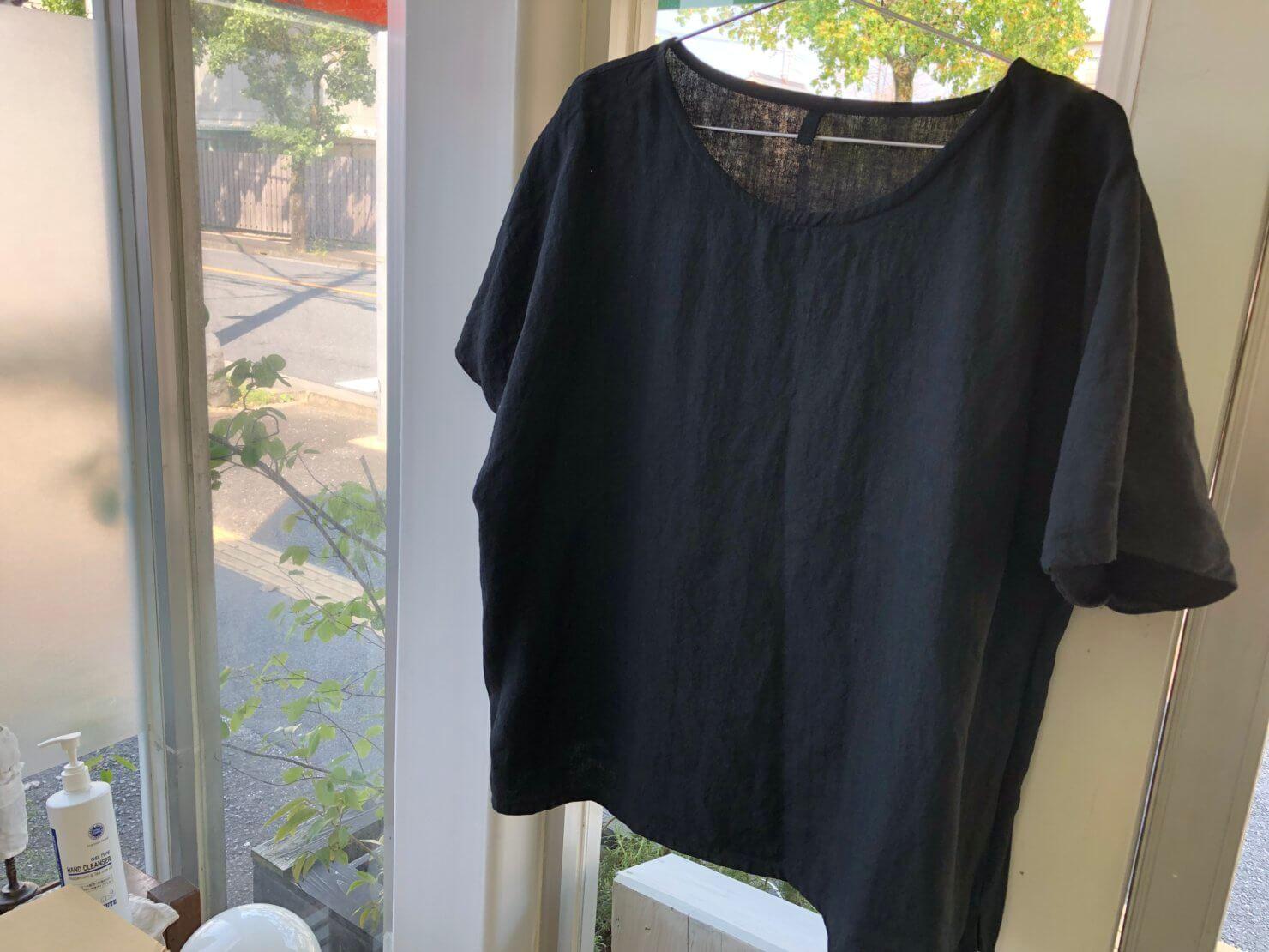 黒リネン半袖ブラウス